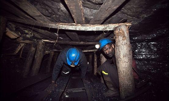 پوشش زنده تلویزیونی عملیات نجات معدنکاران متوقف شد