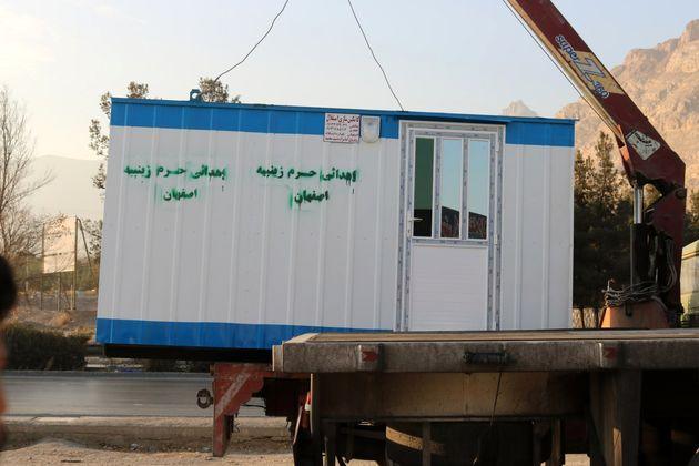 اهدای 6 کانکس از طرف امامزاده زینب بنت موسی بن جعفر(ع) اصفهان به زلزله زدگان کرمانشاه