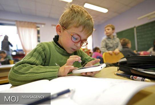 امواج الکترو مغناطیسی تلفن همراه یا تبلت برای بچه بسیار زیانبار است