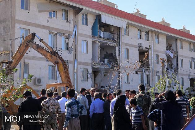 ارتش با تمام قوا در کنار آسیب دیدگان زلزله سرپل ذهاب است