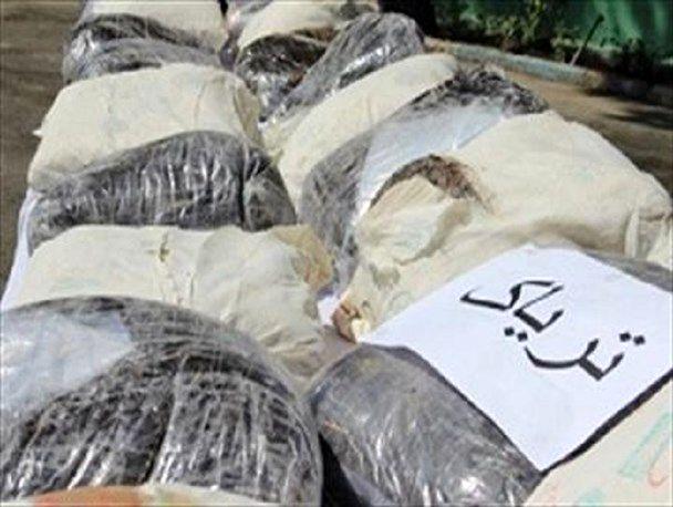 کشف 100 کیلو تریاک از یک دستگاه وانت پیکان در اصفهان