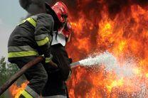 اطفاء حریق در منطقه پدل شهرستان بندرلنگه