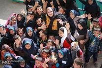 دیدار نعیمه نظام دوست با کودکان کار در آق تپه