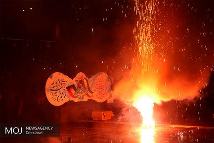 نورافشانی میادین شهر رشت در شب ۲۲ بهمن