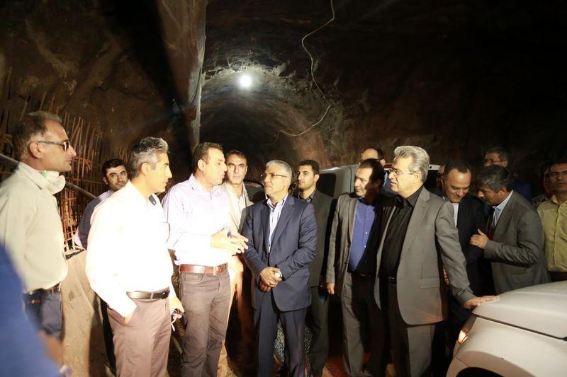 خط دوم انتقال آب درودزن به شیراز ۷۴ درصد و محور دوکوهک به صدرا 30 درصد پیشرفت داشته است
