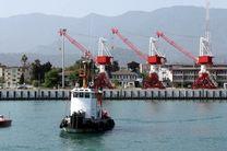 نواخته شدن بوق کشتی ها و اهتزاز پرچم مقدس جمهوری اسلامی ایران در بندر نوشهر