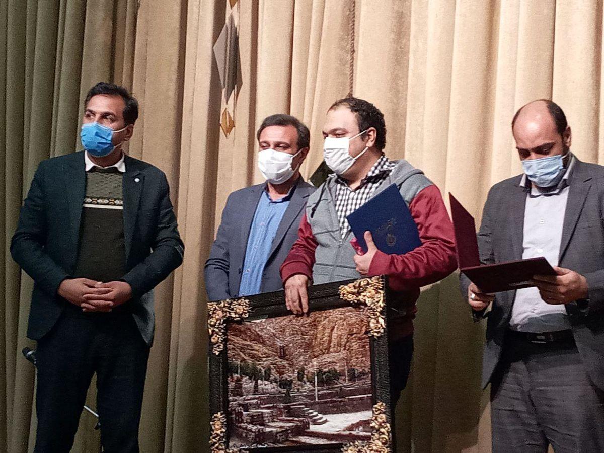 برگزیدگان تئاتر فجر در خمینی شهر تجلیل شدند