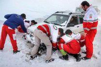 امدادرسانی  نیروهای هلال احمر اصفهان به ۹۳مسافر گرفتار در برف