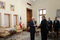 سفیر اکرودیته لتونی استوارنامه خود را تقدیم ظریف کرد