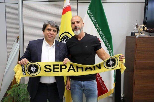 قرارداد مربی جدید تیم فوتبال سپاهان امضا شد