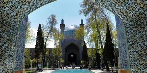 اتمام عملیات مرمت گنبد مدرسه چهارباغ اصفهان در سال 99