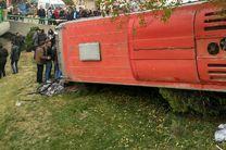 واژگونی اتوبوس مسافربری از پل چمران در اصفهان