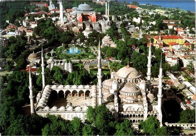 جاذبه گردشگری و میادین استانبول و گرجستان