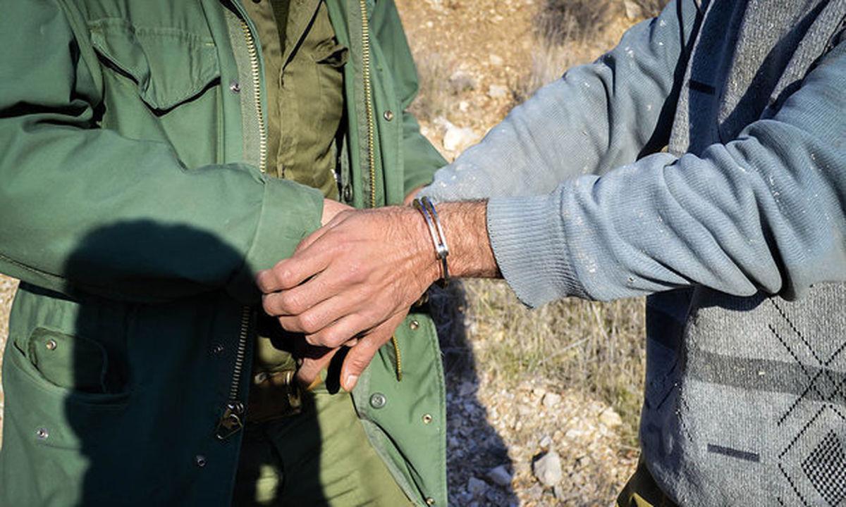 دستگیری  یک  شکارچی متخلف در منطقه حفاظت شده کرکس نطنز / کشف لاشه دو کل و یک بز وحشی