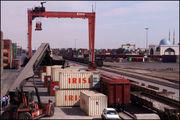 رفع ممنوعیت واردات گروه کالایی دوم از طریق ارز صادراتی/آیا دولت با نظارت مانع سو استفاده از واردات می شود؟