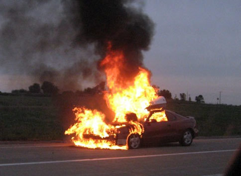 ۴ کشته در پی آتش سوزی خودرو سواری در بزرگراه اصفهان - تهران