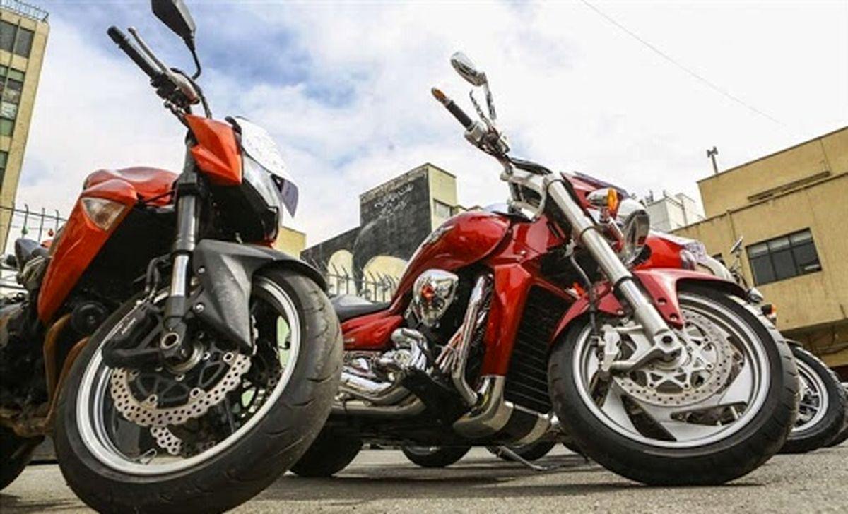 توقیف ۴ موتورسیکلت سنگین به دلیل حرکات نمایشی در تهران