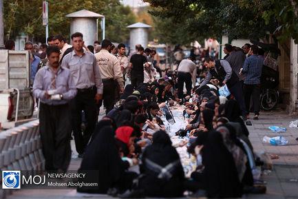 طولانی_ترین+سفره+افطار+ساده+در+بازار+تهران (2)