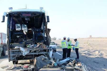 راننده اتوبوس و همسرش در دم فوت کردند/10 نفر مجروح به بیمارستان منتقل شدند