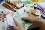 بی توجهی بازار ارز به بانک مرکزی/همتی استقلال بانک مرکزی را از دولت مطالبه کند