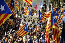 پلیس اسپانیا حوزه های رای گیری در کاتالونیا را پلمپ کرد