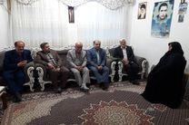 دیدار معاون سیاسی، امنیتی و اجتماعی استاندار گیلان با خانواده معظم ۲ شهید