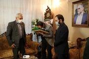اهدا پرچم آستان قدس رضوی به خانواده شهید فخری زاده