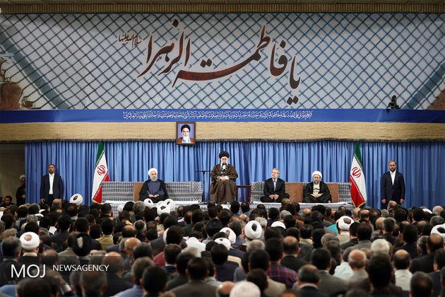 جمعی از مسئولان نظام و سفرای کشورهای اسلامی با آیت الله خامنهای دیدار میکنند