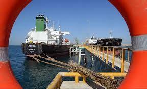 کاهش صدهزار بشکه ای صادرات نفت ایران
