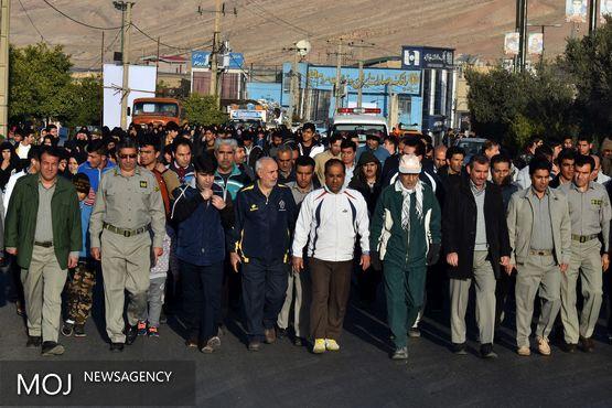 همایش پیادهروی خانوادگی روز هوای پاک در پلدختر برگزار شد