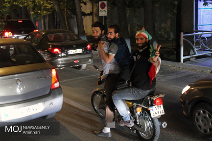 شادی مردم پس از صعود تیم ملی فوتبال به جام جهانی روسیه