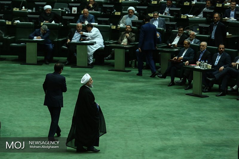 روحانی مجلس را ترک کرد