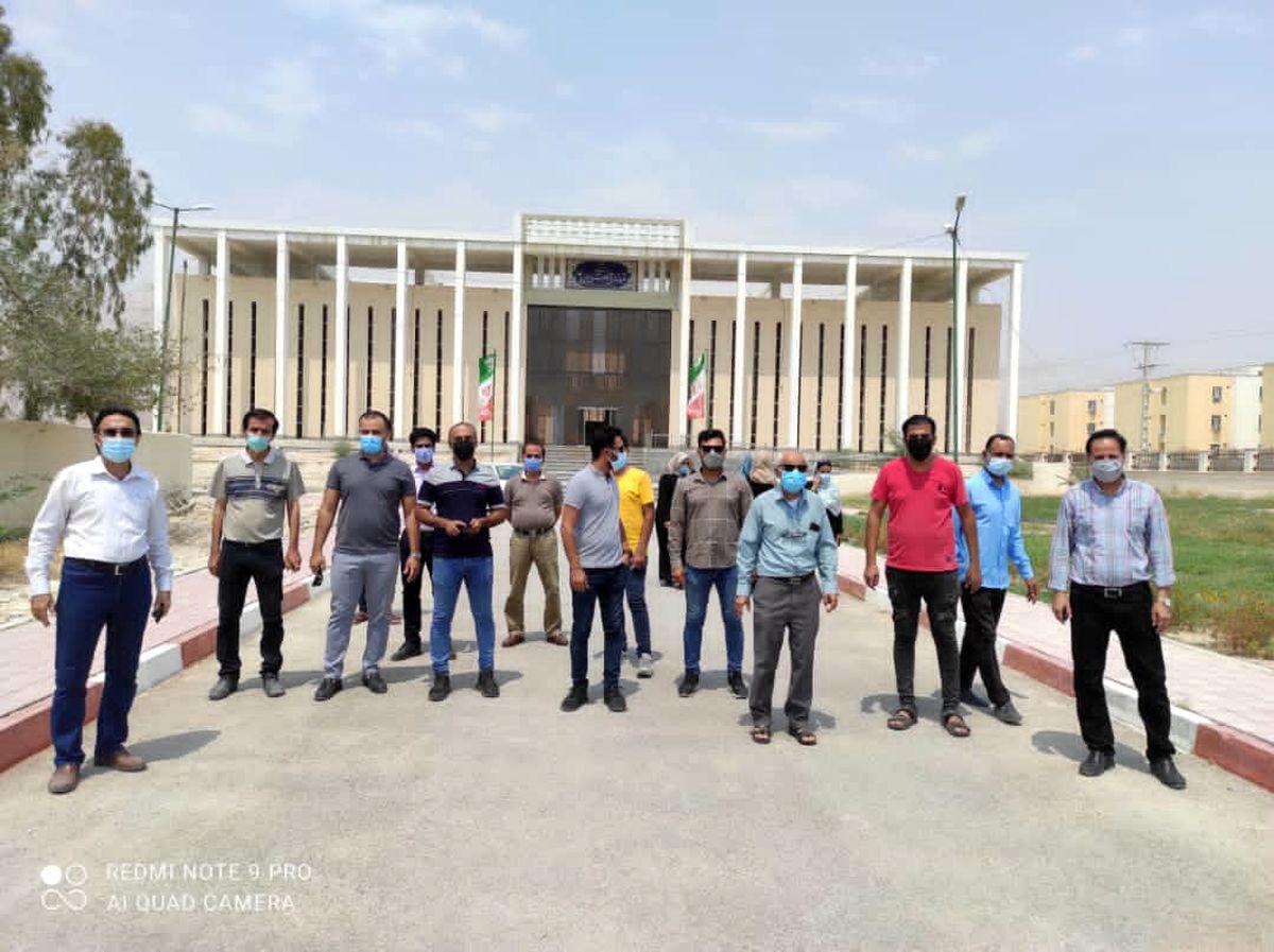 تجمع بازاریان پارسیان مقابل فرمانداری