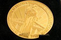 اهدای مدال به مربیان در مسابقات قهرمانی جهان دوومیدانی ٢٠١٧