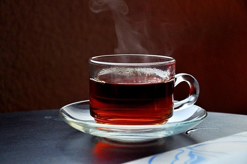 مضرات نوشیدن چای داغ