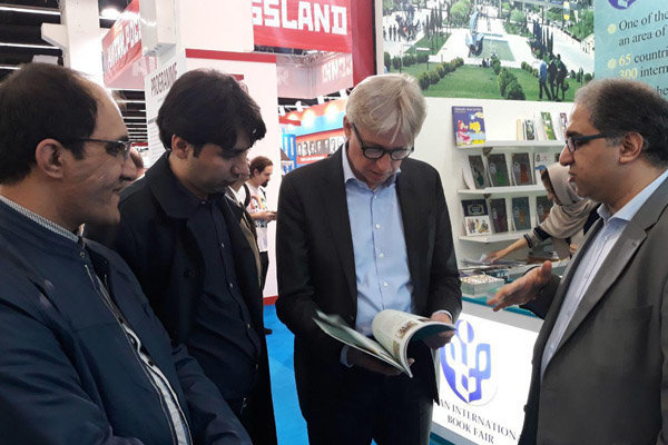 بازدید رئیس نمایشگاه فرانکفورت از غرفه ایران