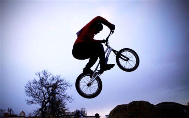 مدال برنز آسیا بر گردن دوچرخه سوار هرمزگانی