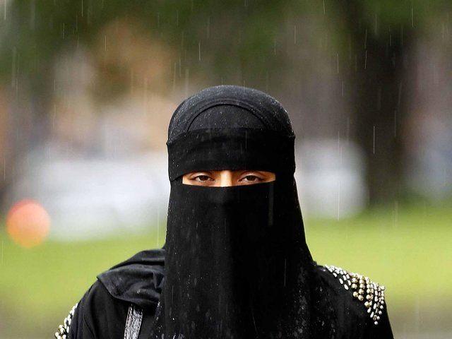 داشتن روبنده در اماکن عمومی الجزایر ممنوع شد