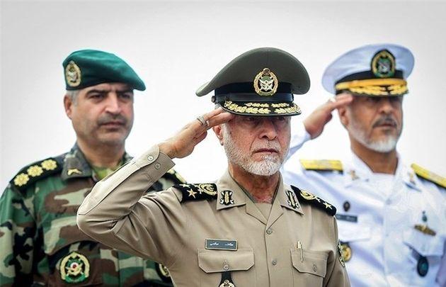 سرلشکر صالحی از پایگاه دریایی بوشهر بازدید کرد