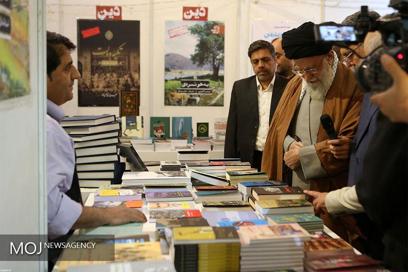 رهبر معظم انقلاب از نمایشگاه کتاب تهران بازدید کردند