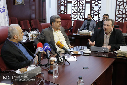 نشست هم اندیشی اقتصاد دانان جوان با وزیر اقتصاد