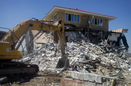 تخریب بناهای مسکونی و تجاری غیر قانونی با حکم دستگاه قضایی