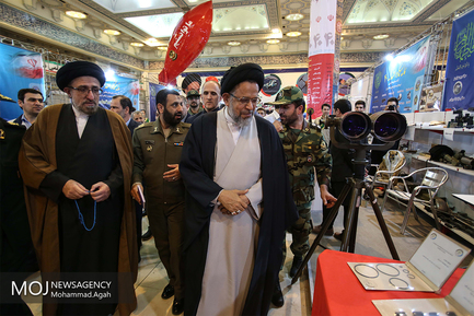 بازدید وزیر اطلاعات از نمایشگاه دستاوردهای دفاعی