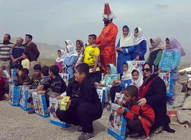 ریرا عباسی: زلزلهزدگان کرمانشاه را فراموش نکنیم