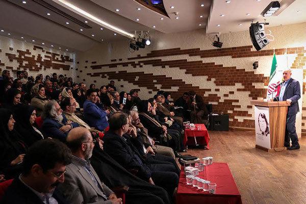 روایت یک شاعر از قتل پروین اعتصامی/ یادبود فروغ فرخزاد برپا شود