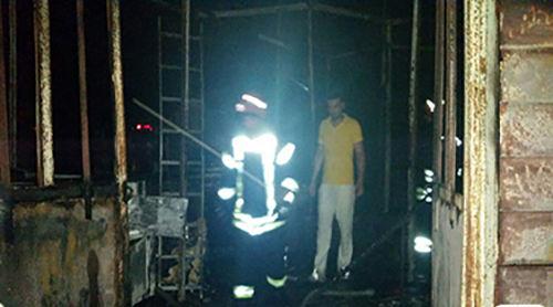 آتش سوزی  کارگاه  تابلوسازی بازار چه تختی رشت آسیب جانی نداشت