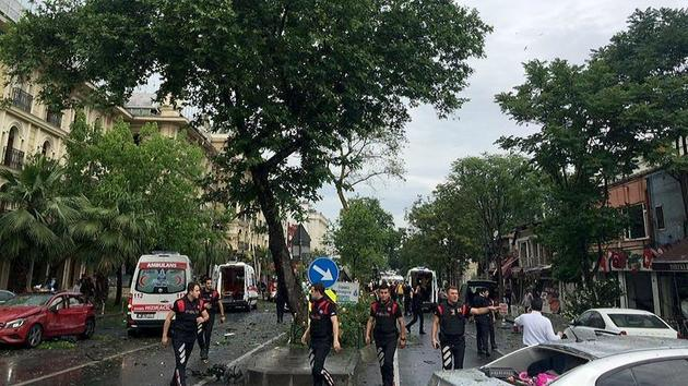 """حمله به مقر پلیس در """" بیازیت """" استانبول / چندین آمبولانس به محل حادثه اعزام شدند"""
