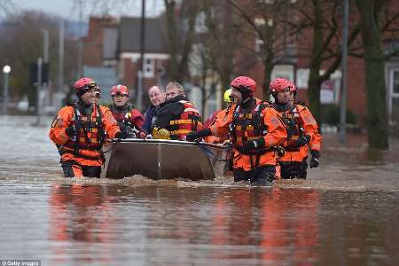خسارت شدید انسانی و مادی ناشی از سیل و طوفان در انگلیس در یک دهه گذشته
