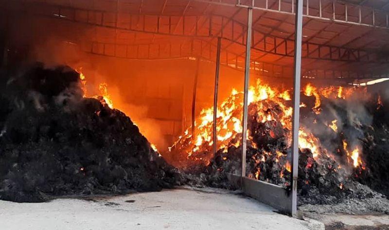 آتش سوزی مرگبار در انبار علوفه یک گاوداری در شهرستان اردستان
