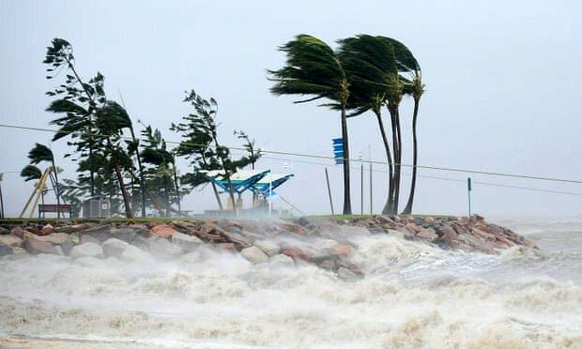 طوفان سهمگین شرق هند را درنوردید